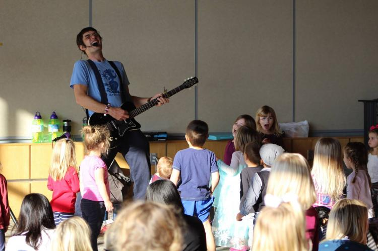 Mr. Dan the Music Man at Fishers Library