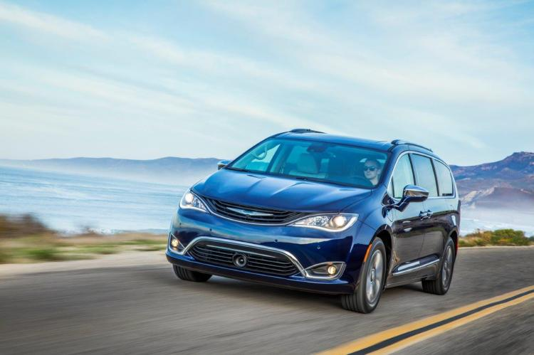 Experience America's First Hybrid Minivan to Los Angeles!