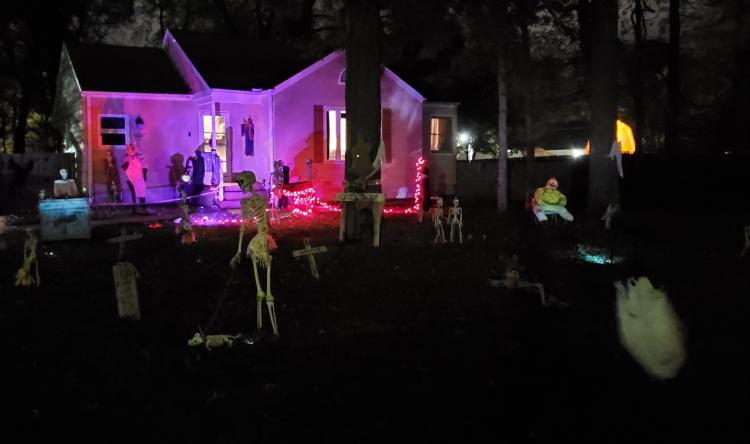 Halloween Decorated House in Griffith-Haunted Cemetary