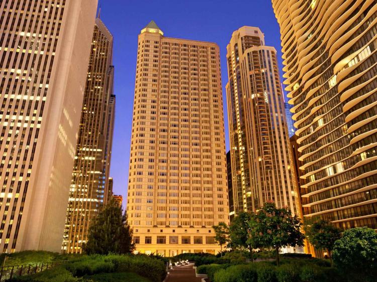 FAIRMONT CHICAGO ANNOUNCES CHEF-MADE PICNIC TOTE MENU AND EXPERIENCES PERFECT FO