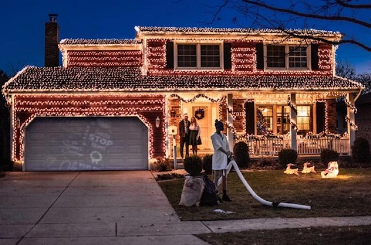 Decorated Christmas Home- 1918 Wren Dr Munster