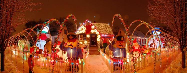 Decorated Christmas Home- Peteyville