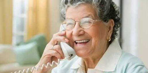 Students launch a hotline with jokes, stories and support for isolated seniors
