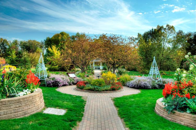 25+ Gorgeous Parks & Gardens to Visit in Northwest Indiana 🌼