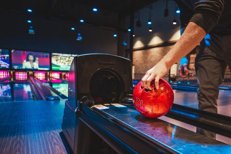 🎳 1/2 price bowling: Monday-Friday, 3PM-5PM at Up Your Alley in Schererville