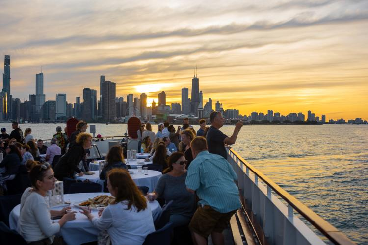 Chicago Tour Guide: River & Lake Cruises, Sightseeing & More!